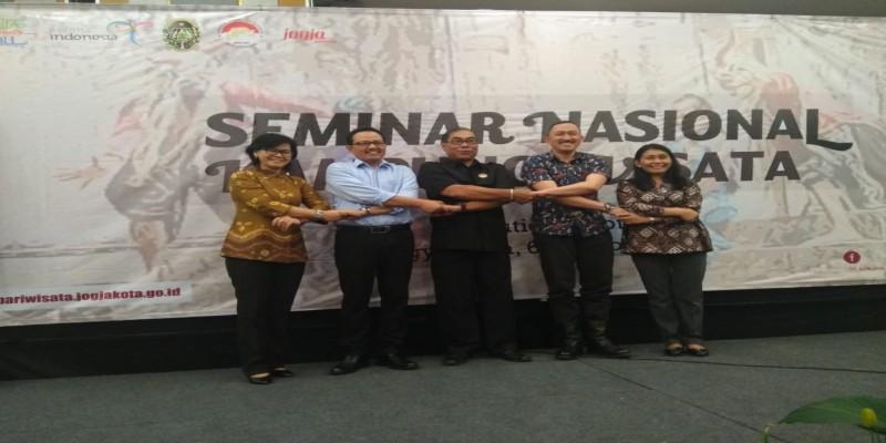 SEMINAR NASIONAL KAMPUNG WISATA DENGAN HPI 2018