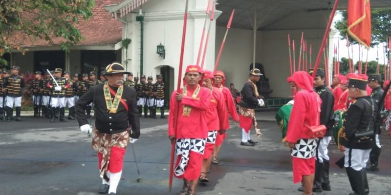 Tradisi Pergantian Prajurit Puro Pakualaman