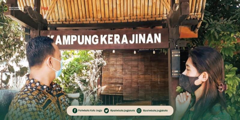 Rekreasi Sambil Berkreasi Di Kampung Kerajinan Taman Pintar